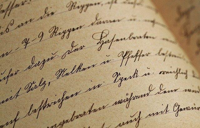 foto-de-pagina-com-texto-escrito-a-mao-em-letra-cursiva