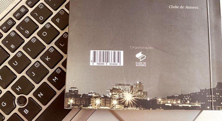 contra-capa-de-um-livro-sobre-o-teclado-do-computador